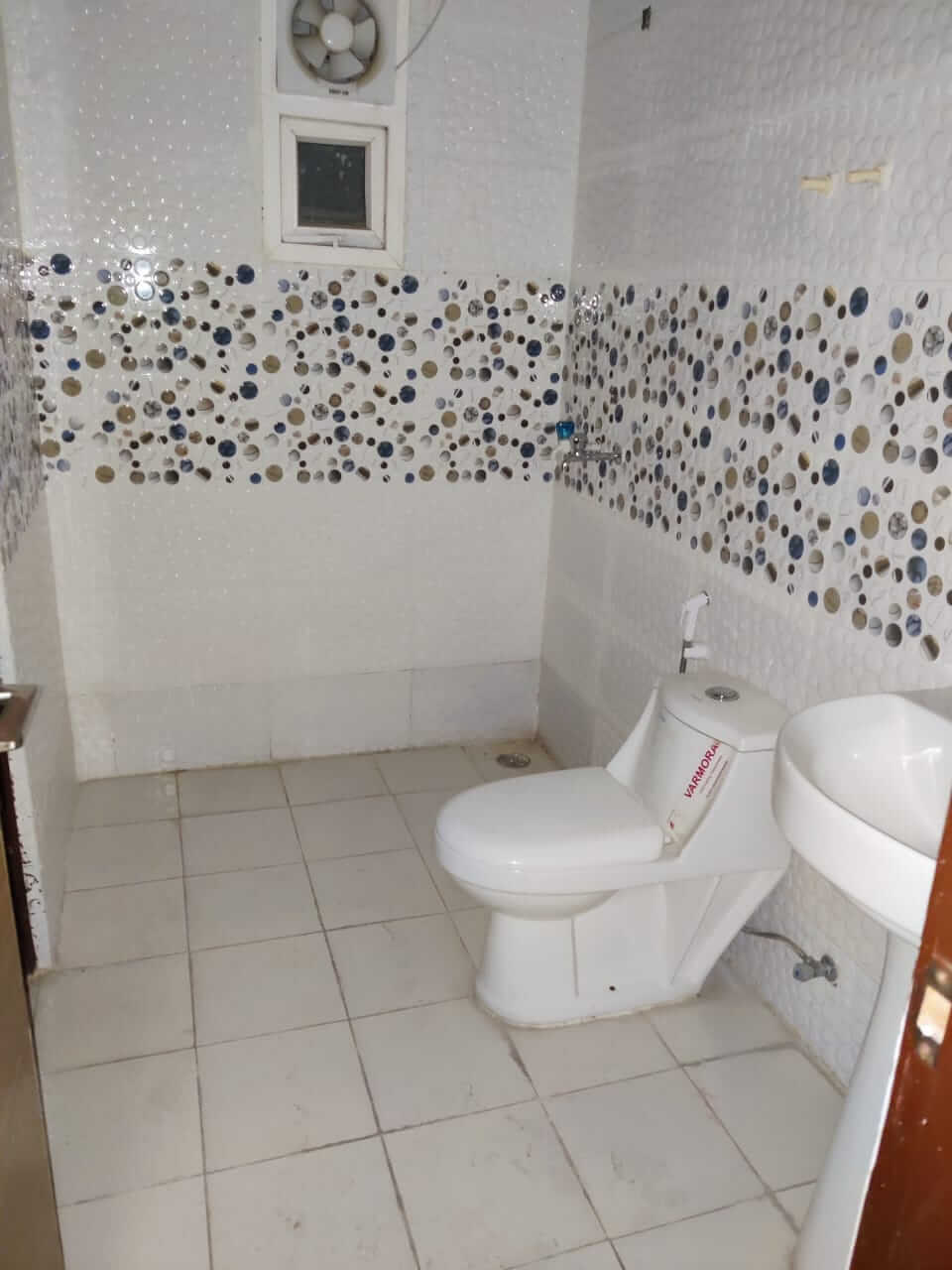 saya zionB-2206 washroom.jpeg