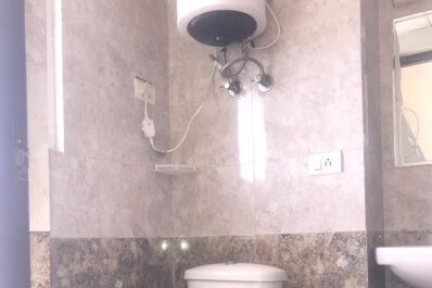 Gna2 H-1701washroom1.jpeg